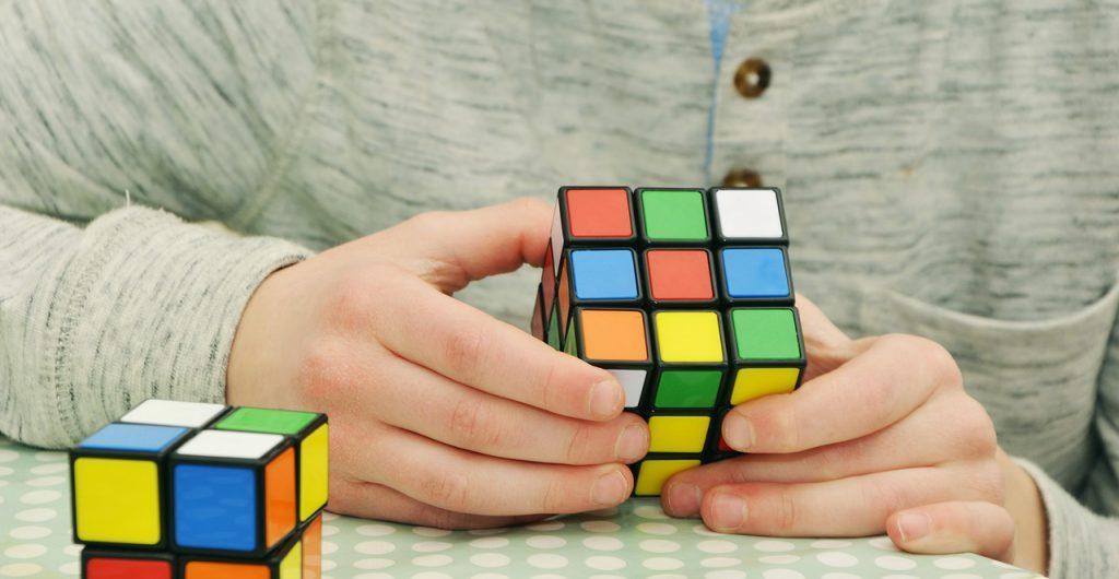 занять руки кубиком рубика
