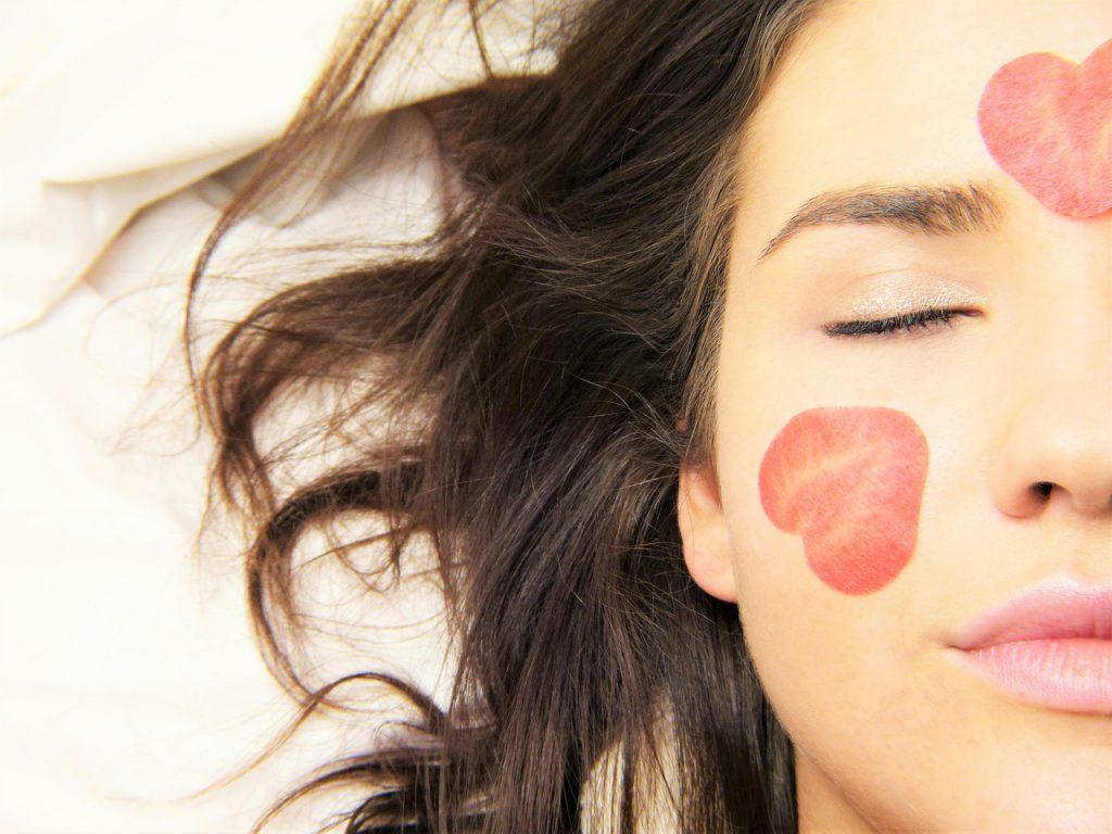 Чем чистить поры на лице